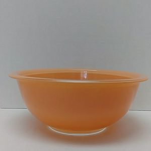 peach Pyrex 323, 1.5L clear bottom mixing bowl